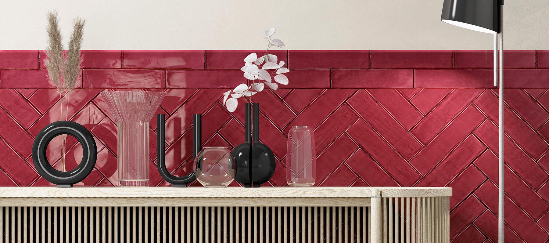 Una parete con mattoncini rossi da rivestimento può cambiare completamente aspetto alla stanza